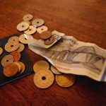 Sådan kan du spare penge i hverdagen – tre tips til studerende
